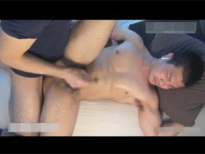 【セックスゲイ動画】イカニモ系の男がベッドで犯され続けてフェラチオやアナル舐めをされてからアナルセックスをしちゃうww