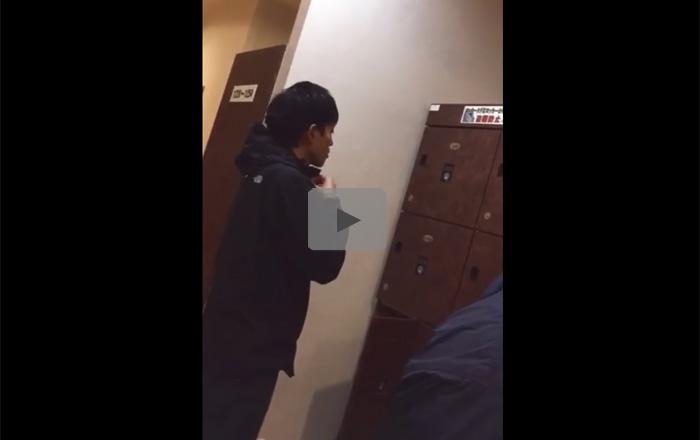 【盗撮ゲイ動画】公衆浴場で男性の更衣室の盗撮をしていて無防備な状態の男性の全裸を見ることができるww