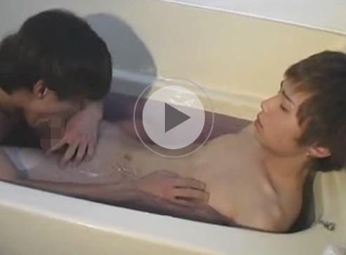 【無修正ゲイ動画】細身の2人のゲイのカップルがお風呂に一緒に入ってフェラチオやアナル舐めをしながら体を洗っちゃうww