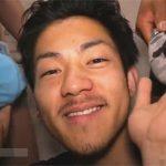 【乱交ゲイ動画】エグザイル系イケメンが四方をチンポで囲まれフェラチオ奉仕し精液を顔に連続でぶっかけてもらうww