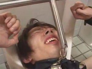 【SMゲイ動画】バスケ部の先輩の鬼畜なシゴキ…飲尿や精飲させ人間便器として使われ顔に脱糞まで…ww