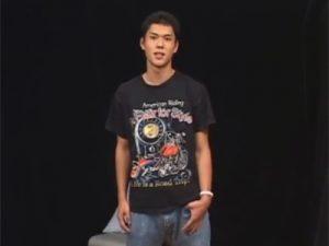 【素人ゲイ動画】19歳のノンケが男性の愛撫初体験…剥いたら真っ赤な充血亀頭の仮性チンポを手と口で弄ばれて昇天ww