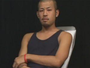 【素人ゲイ動画】坊主のオラオラ系の素人がゴーグルマンに自慢のチンコをしごかれて白濁したザーメンを噴射するww
