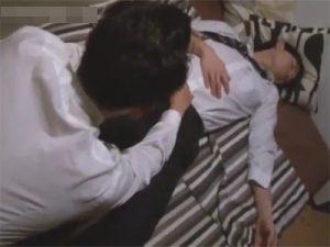 【レイプゲイ動画】泥酔したサラリーマンの男が友人の男に襲われてアナルセックスをさせられちゃうww