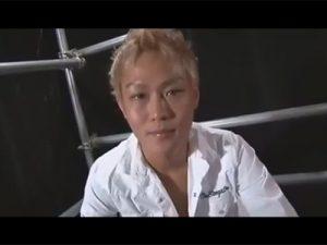 【セックスゲイ動画】つなぎを着たオラオラ系の男がゴーグルマンに襲われてバックなどでアナルセックスをしちゃうww