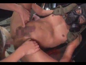 【無修正ゲイ動画】麻袋を装着させられている性奴隷たちが厳ついマッチョに犯されて乱交を楽しむww
