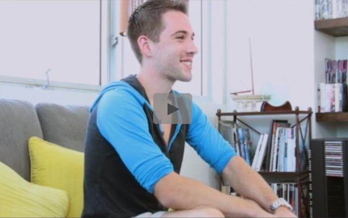 【外人ゲイ動画】青い瞳のイケメン短髪白人がゴリマッチョのタチに尻まんこをガン突かれビュルビュルとスペルマを噴射ww