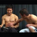 【セックスゲイ動画】トレーニングジムでタイプの筋肉マッチョを発見…過剰なボディータッチから交尾に発展しリバ性交ww