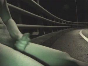 【素人ゲイ動画】ビデオカメラで自撮りしながら深夜の露出オナニーを楽しむガテン系の男ww